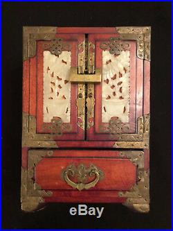 VINTAGE CHINESE WOODEN JEWELRY BOX w JADE INLAY