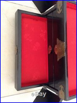 Vintage Oriental Jewelry Box Lacquer / Mother of Pearl with Lock