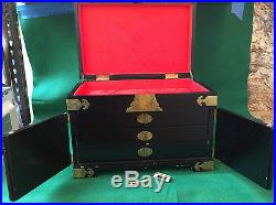 Vintage Oriental Jewelry Box Lacquer / Mother of Pearl with Lock and Key