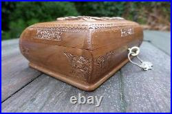 Vintage wooden carved jewellery box with key, beautiful condition, blue velvet